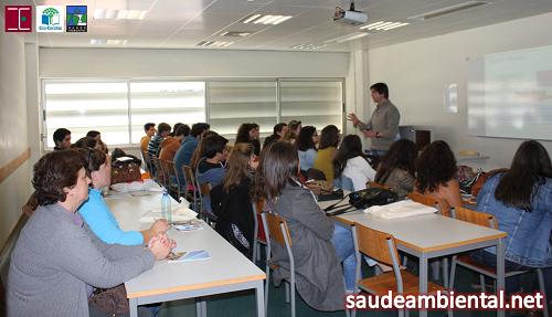Sessão sobre Saúde Ambiental com os estudantes do CEF em Gestão Ambiental da Escola Secundária Dr. Augusto César da Silva Ferreira (Rio Maior)